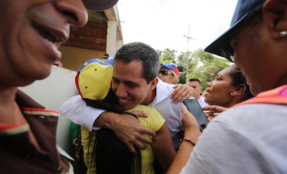 Escritores, periodistas y artistas venezolanos expresan su apoyo a Guaidó y se dirigen a la ciudadanía