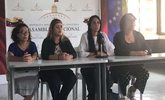 Delsa Solórzano denuncia desaparición forzada de tres militares y un civil