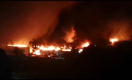 Incendio consumió la Galletera Puig en Las Tejerías