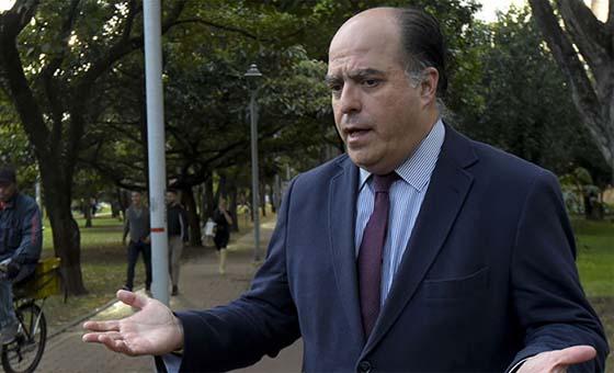 Julio Borges reacciona a inhabilitación política: Los corruptos están en Miraflores