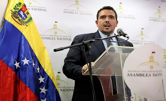 Stalin González: Diputados que aceptaron cargos públicos perdieron su investidura