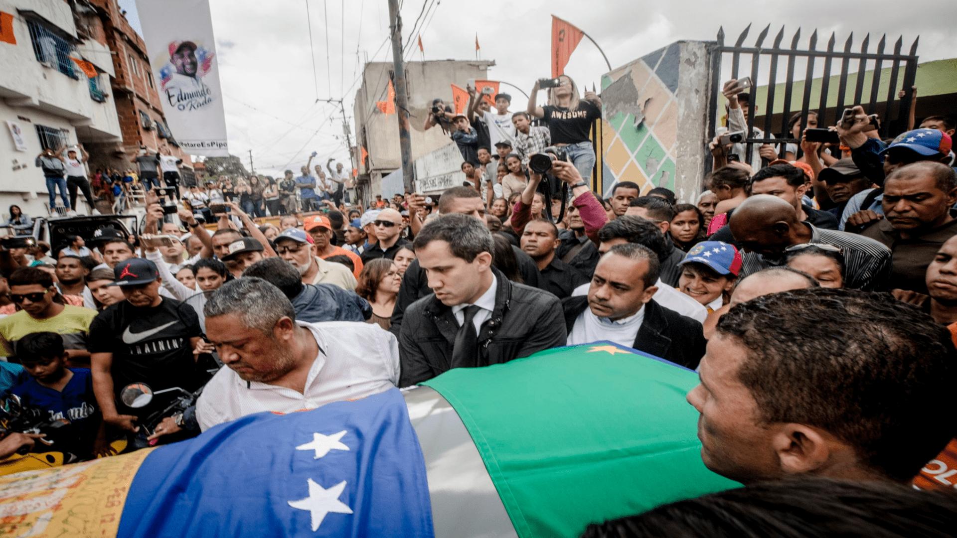 Habitantes de Petare rinden tributo a restos de Edmundo Rada