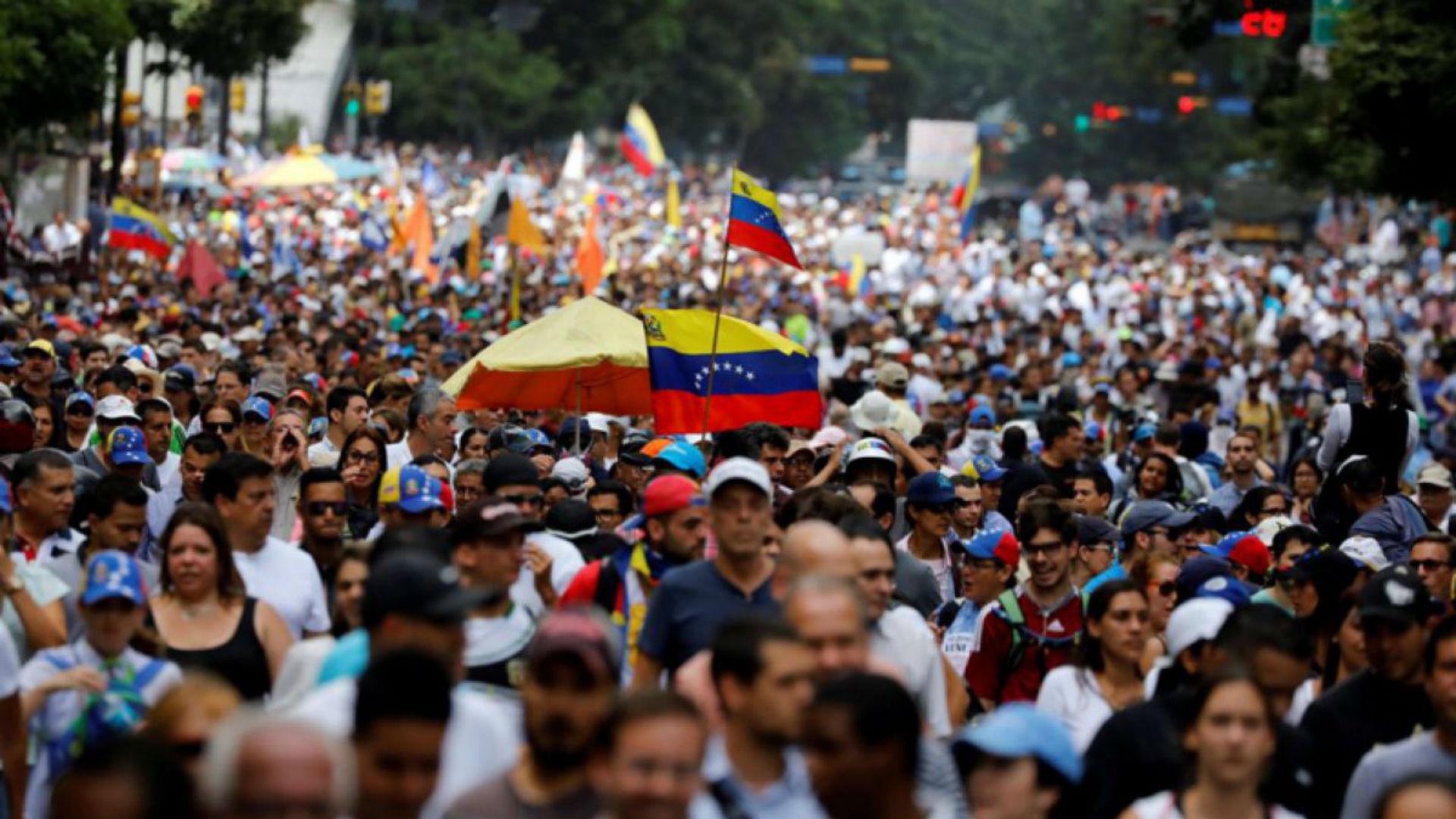 Causas políticas de la crisis venezolana fueron explicadas en Medellín