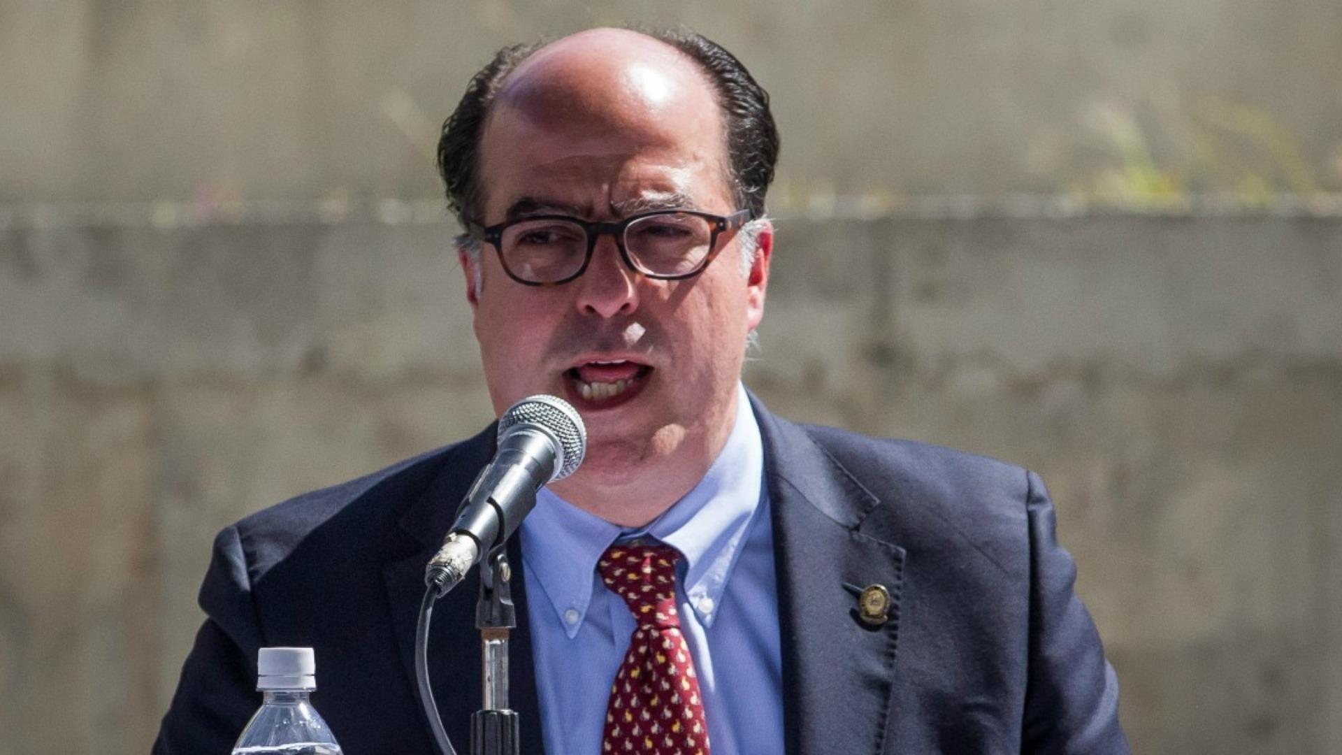 Julio Borges pide a la comunidad internacional replicar medida de El Salvador contra el régimen