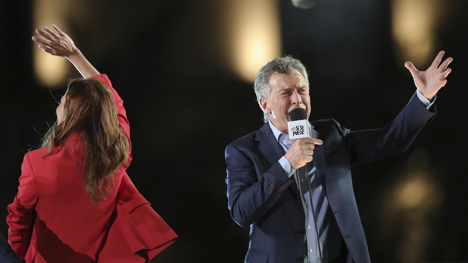 Macri y su rival Fernández votan en polarizadas elecciones