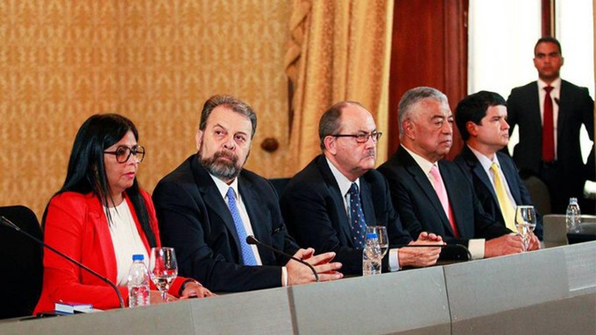 El guaraleo gubernamental, por Luis Fuenmayor Toro