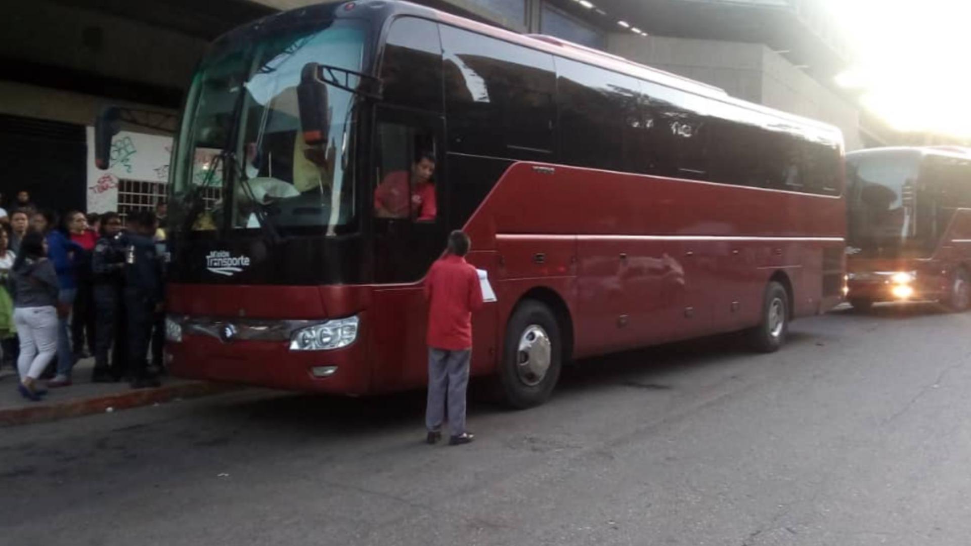 Hasta seis salarios mínimos deben pagar viajeros para salir de Caracas en Navidad