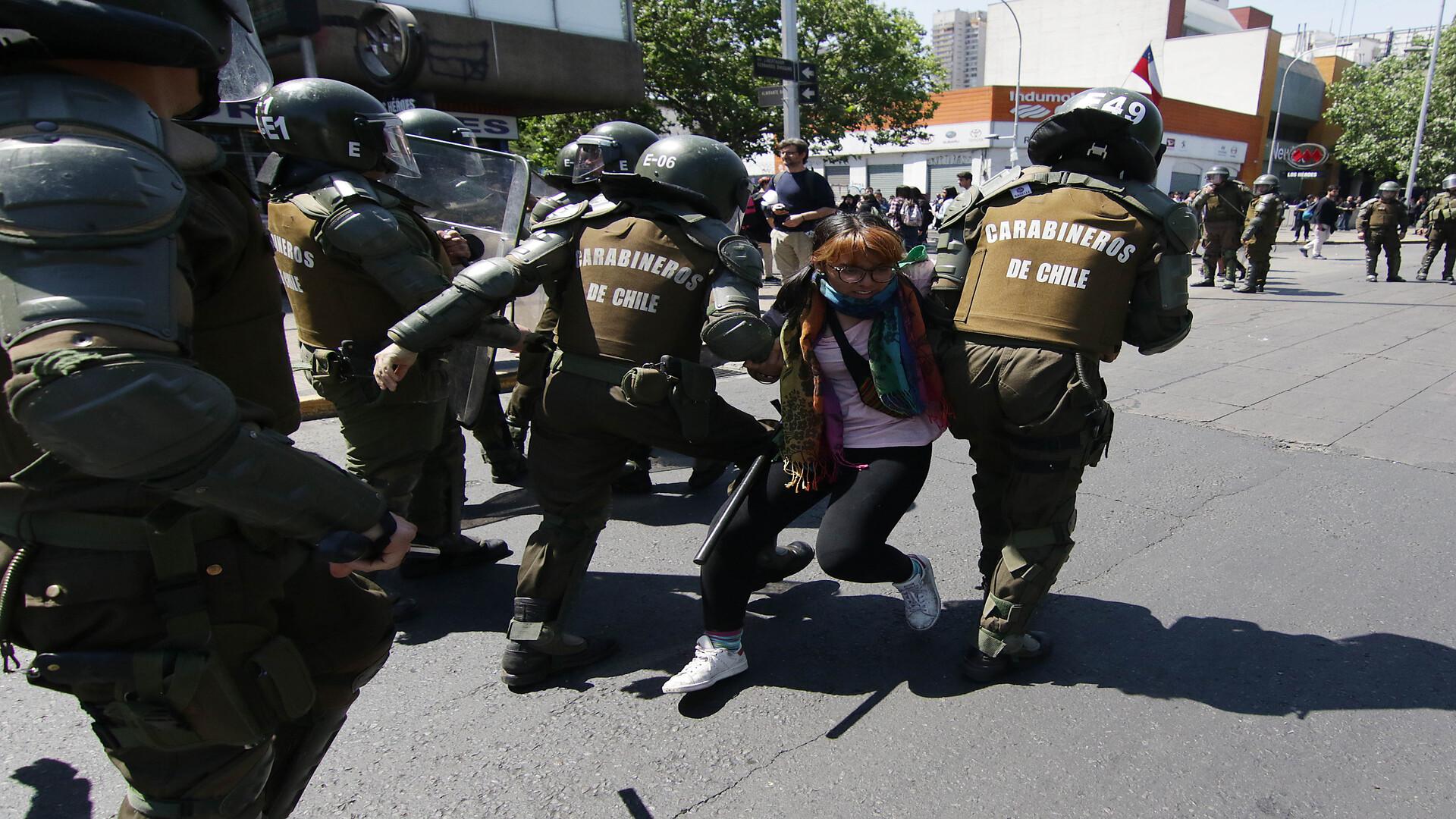 Chile: 62 carabineros heridos y 716 personas detenidas