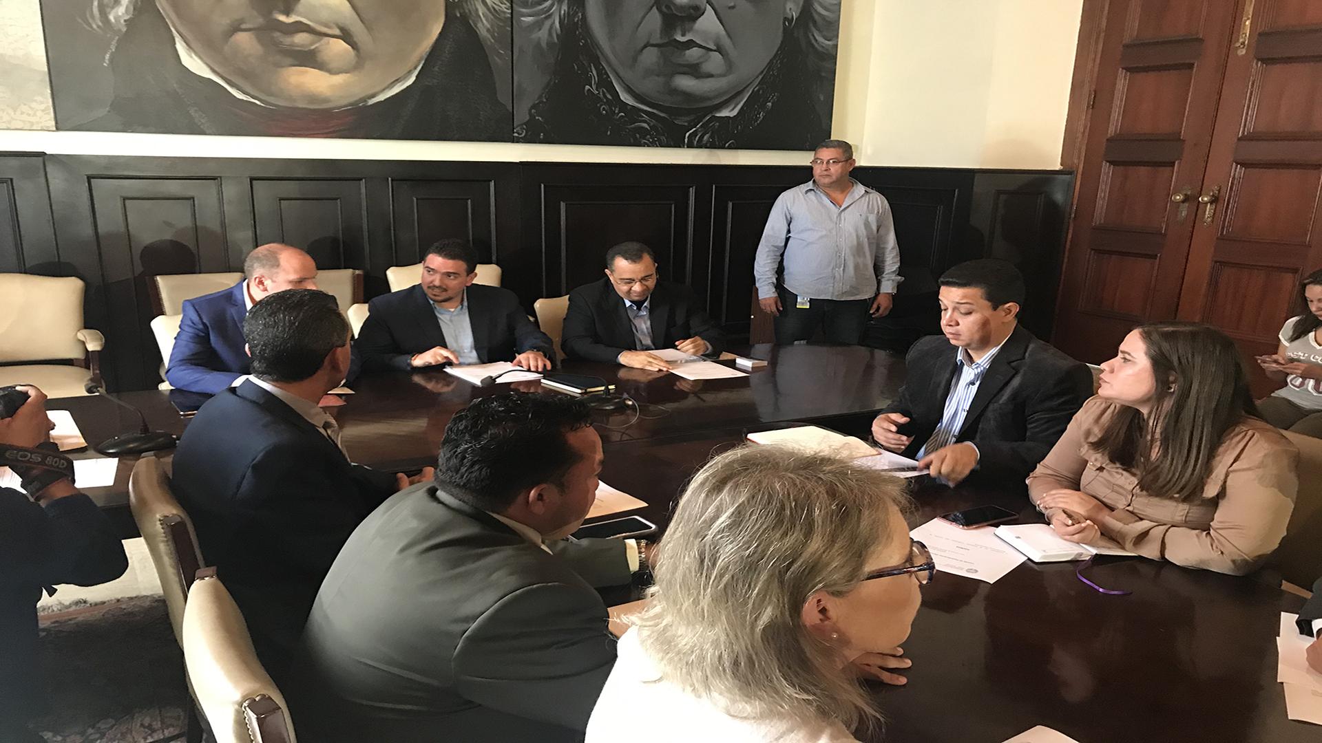 Comisión Preliminar da su primer paso para escoger nuevos rectores del CNE
