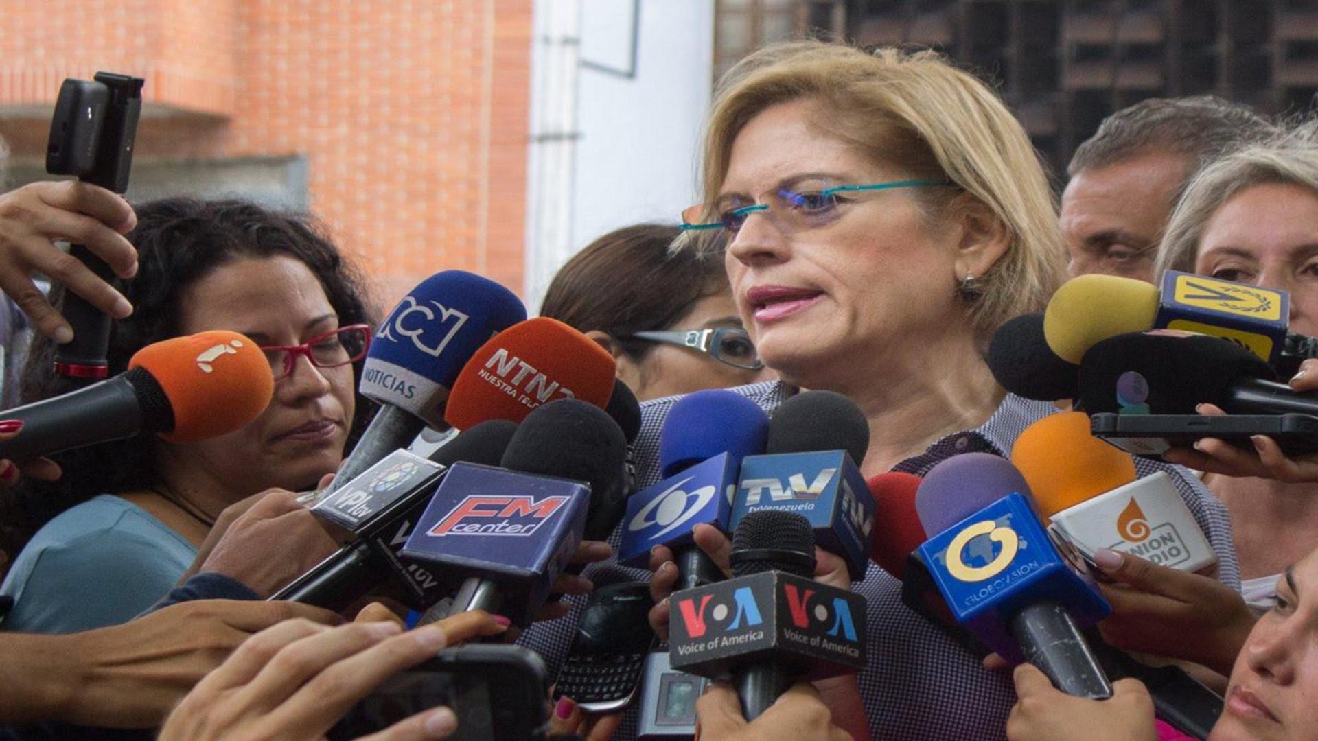 Adriana D´Elia renuncia a su curul en la Asamblea Nacional