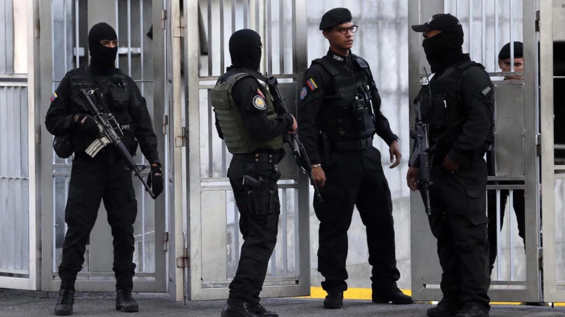 Liberan a periodistas detenidos por la Dgcim durante el allanamiento a Entorno Inteligente