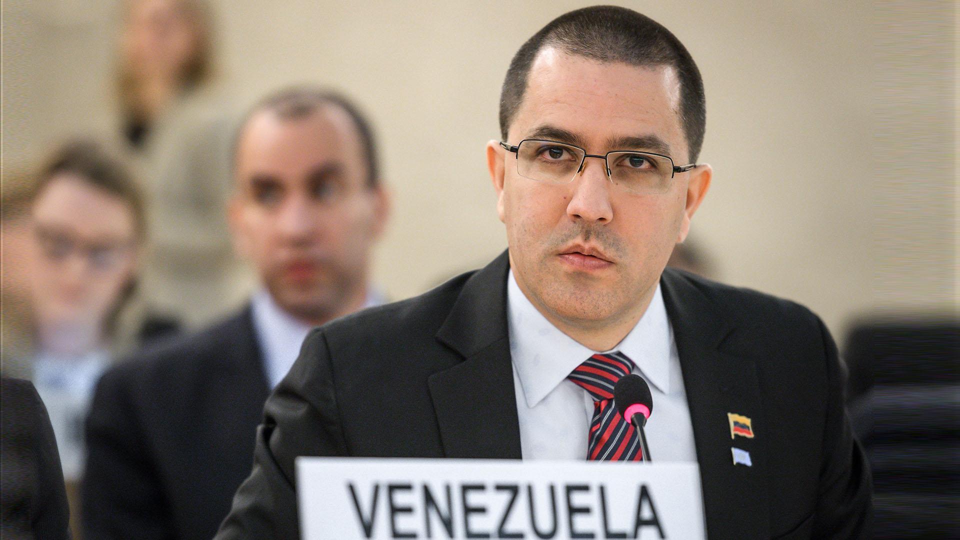 Arreaza acusa a EEUU de planificar estrategia militar contra Venezuela