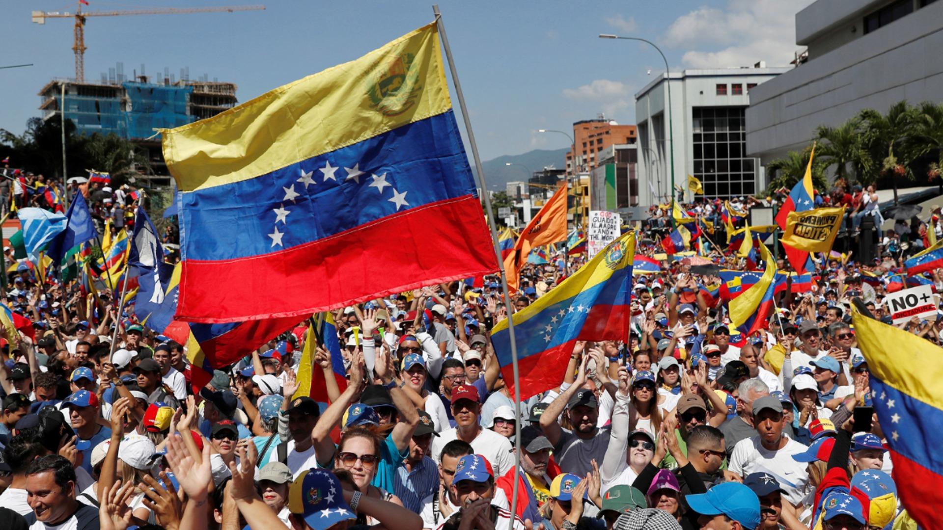 Ser venezolano hoy, por Brian Fincheltub