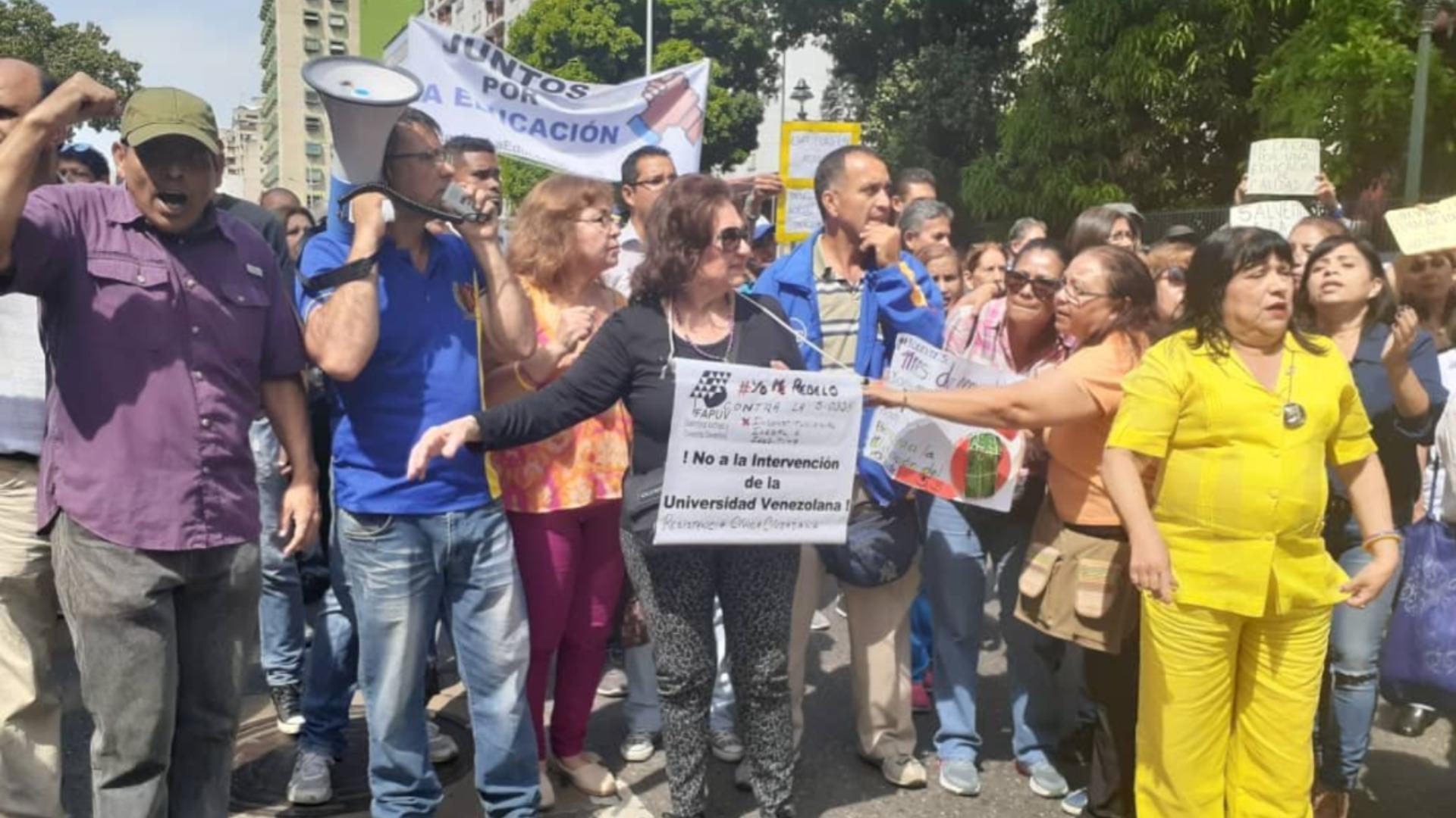 Gremio educativo protesta para exigir mejoras salariales y laborales