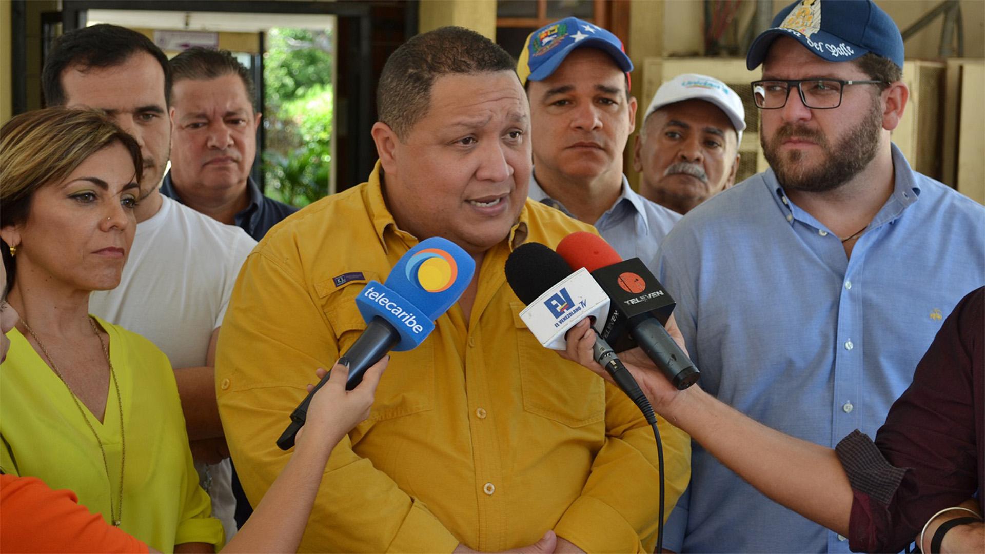 Diputado Brito asegura que viajó a Colombia para investigación sobre Monómeros y el IVSS
