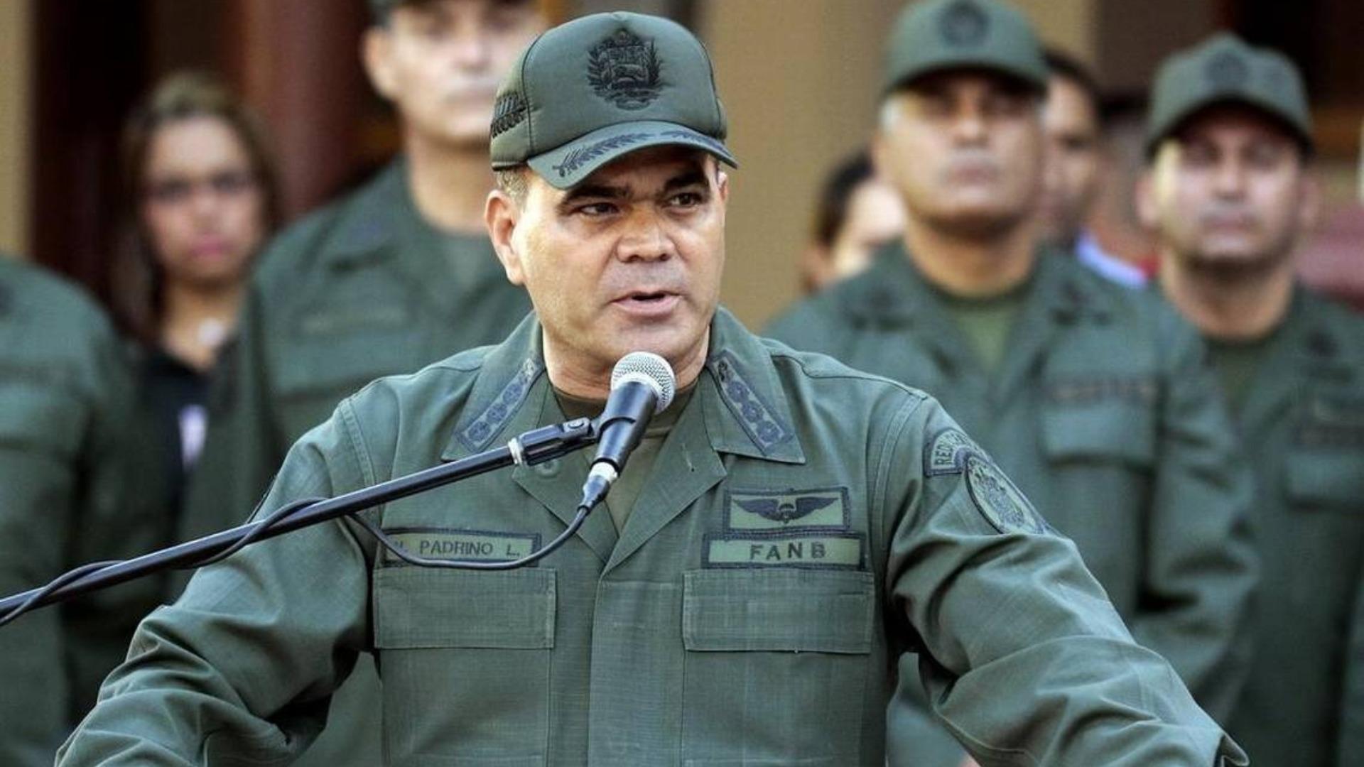 Infobae: Padrino López ordenó usar armas contra quien ataque cualquier instalación militar