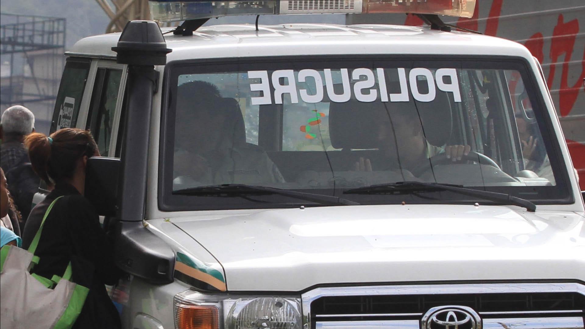 #MonitordeVíctimas   De un tiro en el abdomen lo mató comisión de Polisucre delante de un hijo