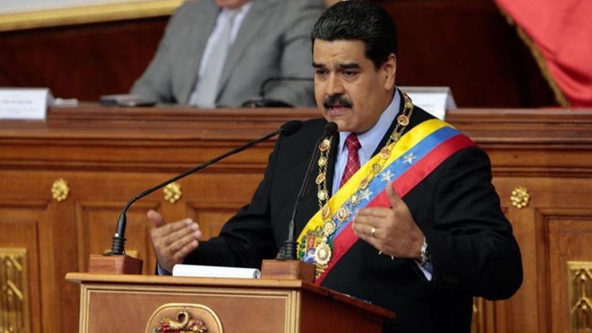 Maduro: Servicios del Estado deberán pagarse en petros