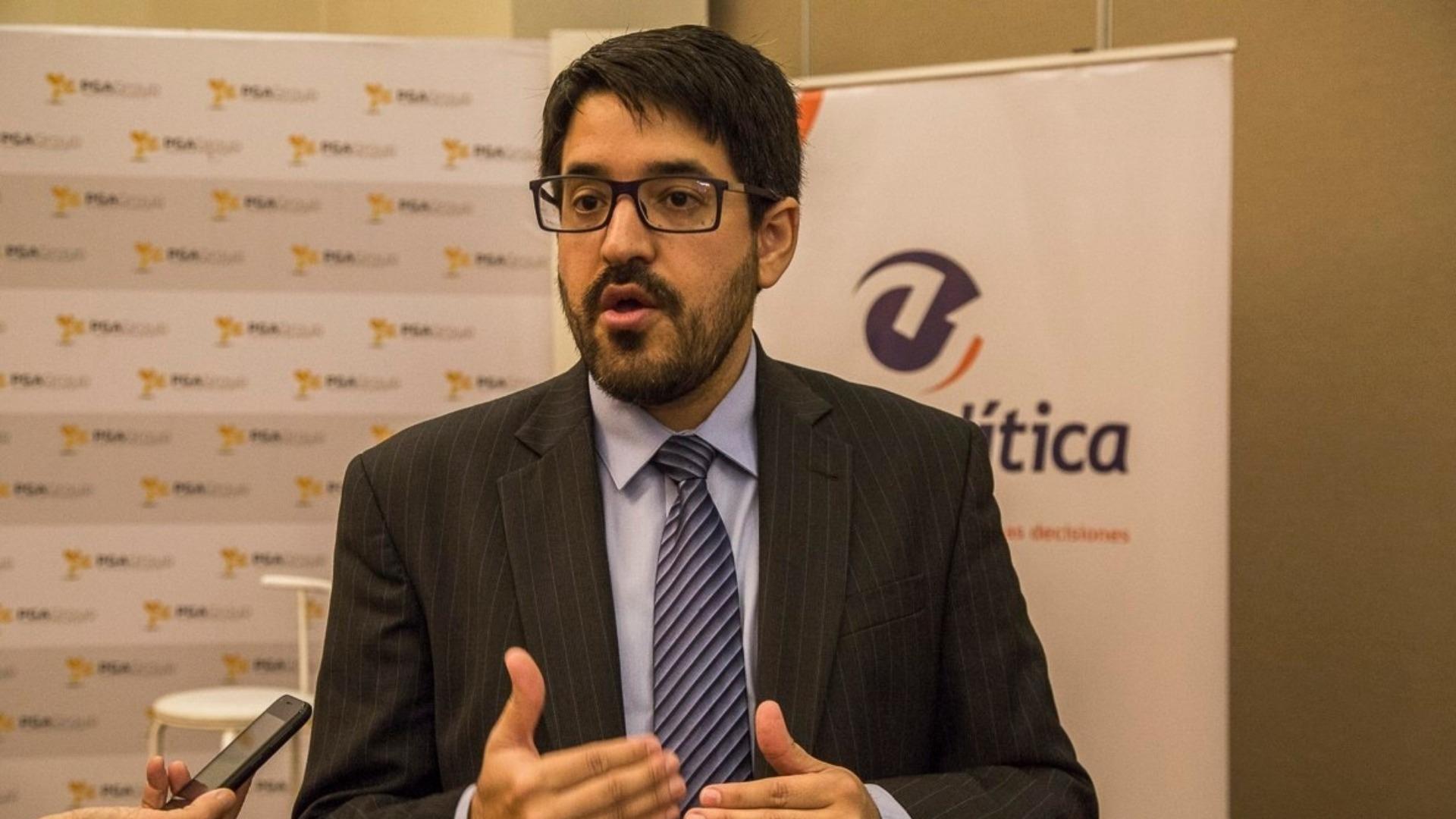 Asdrúbal Oliveros asegura que cerca de la mitad de los venezolanos utiliza dólares
