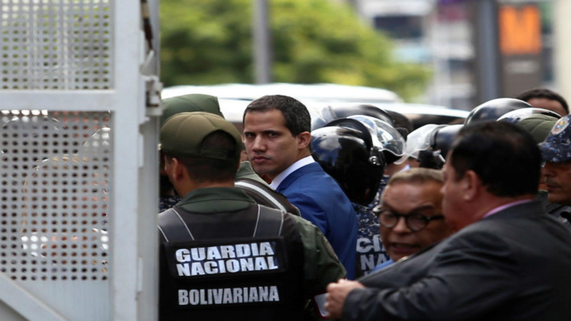 Maduro se hundió, Guaidó se creció