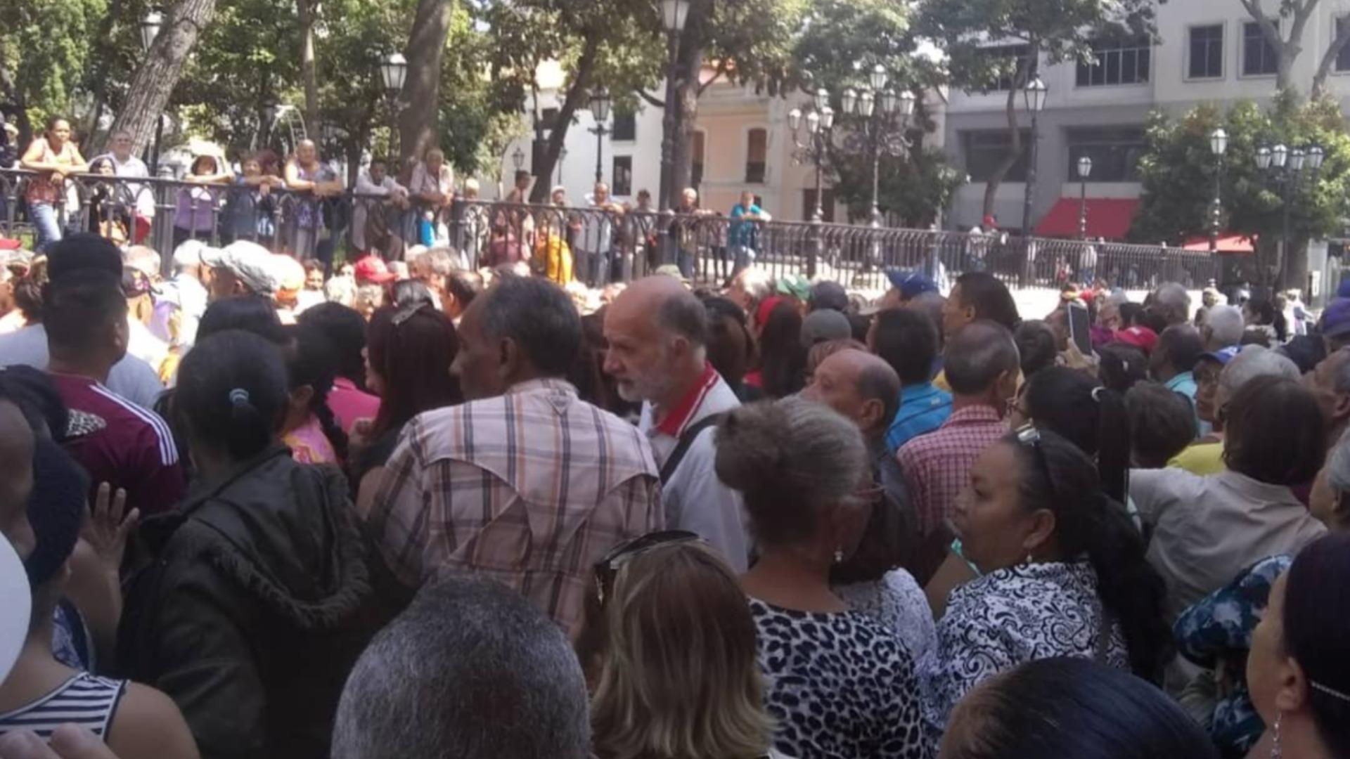 Jubilados y pensionados protestan ante la Vicepresidencia por bajas pensiones