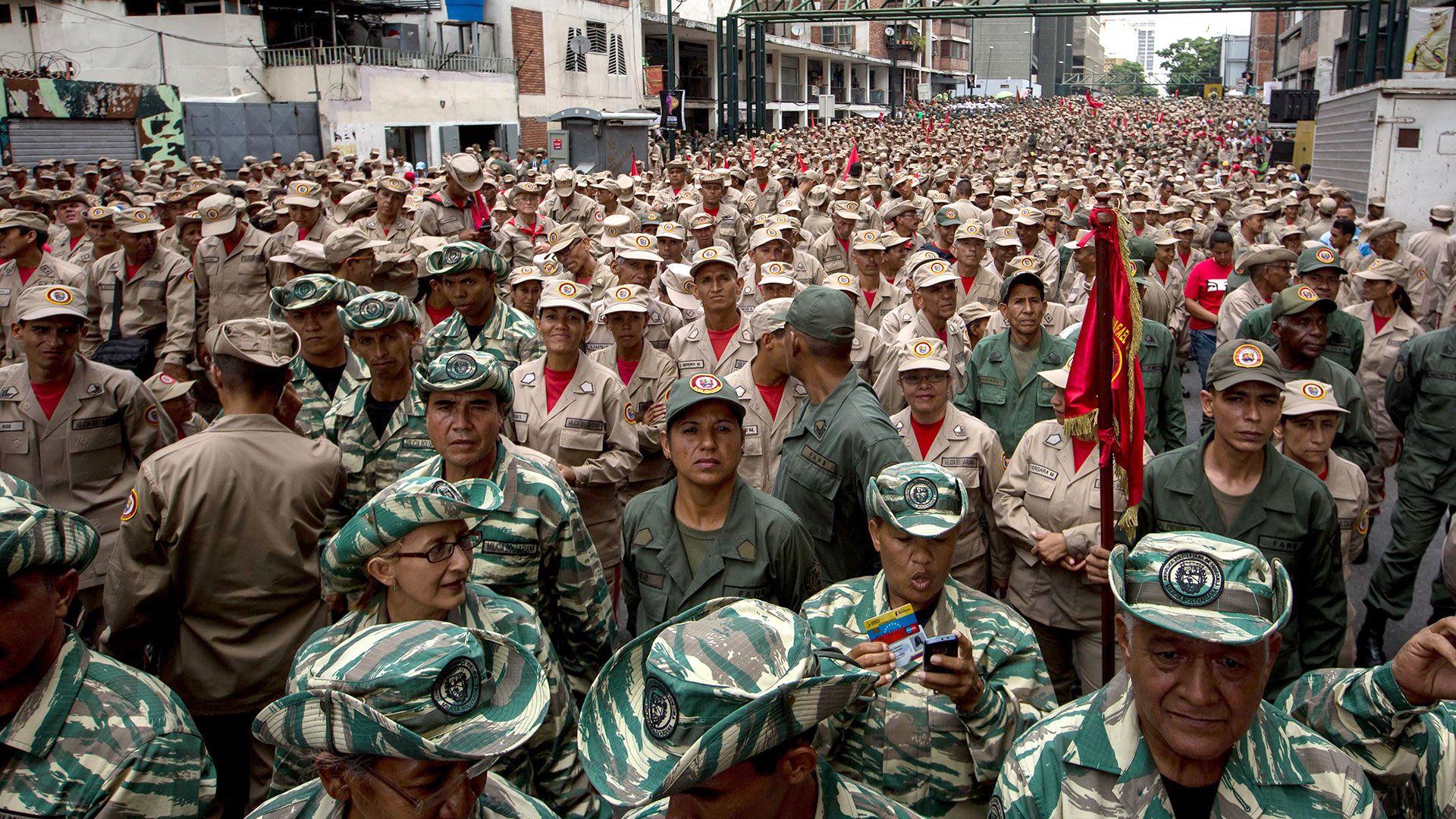 Crímenes sin Castigo | El declive del ejército profesional, por Javier Ignacio Mayorca