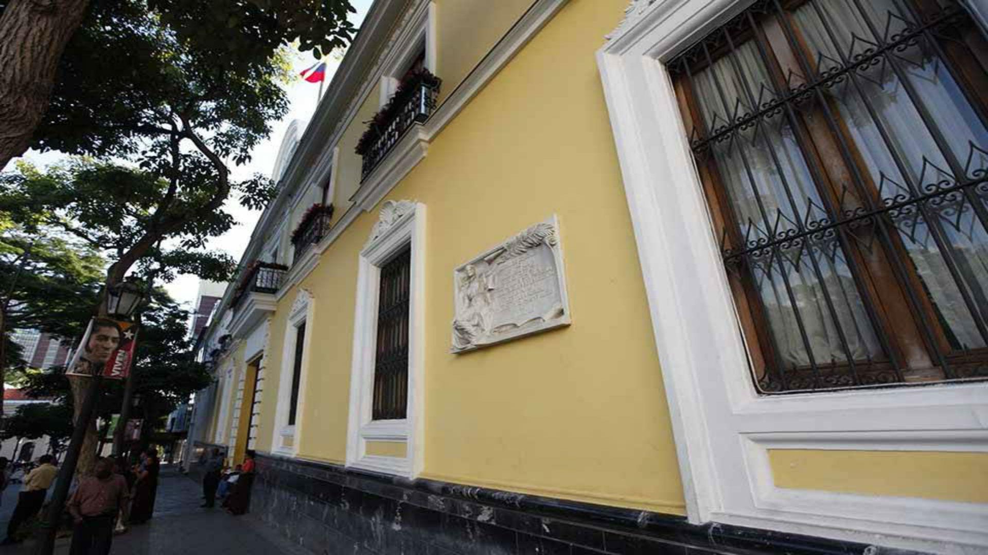 Gobierno de Maduro rechaza la conducta del embajador francés Romain Nadal tras recibir a Guaidó