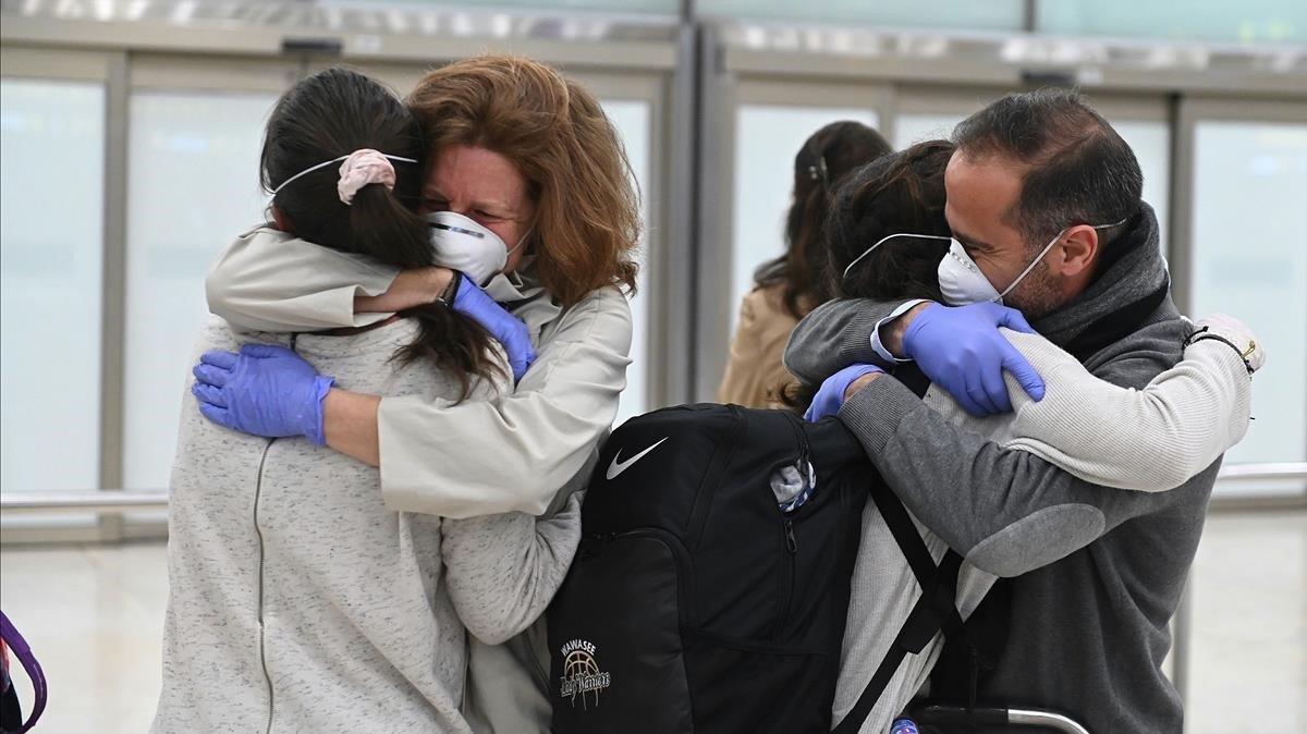 España registra 832 muertes diarias pero estabiliza nuevos casos