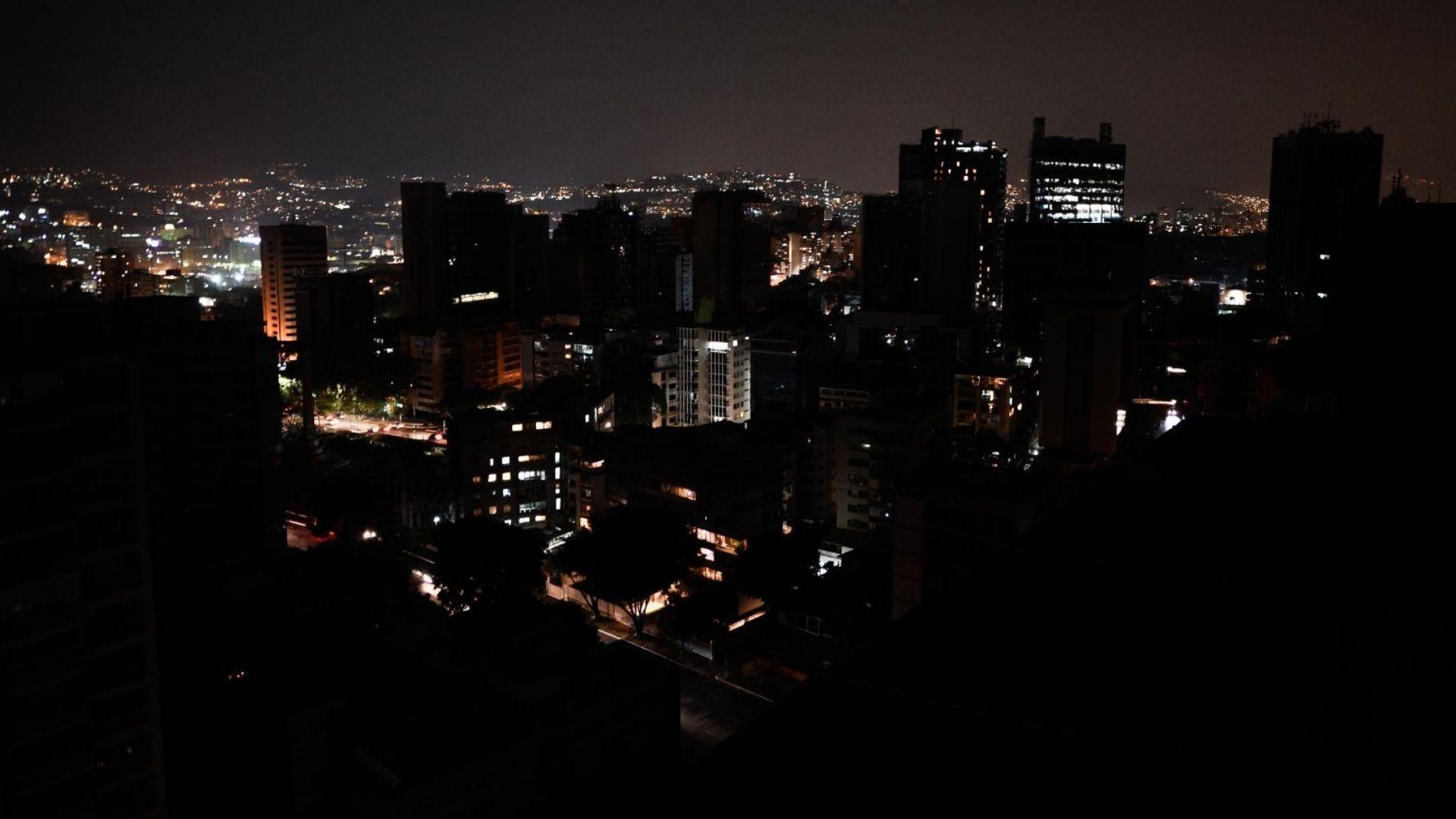 Falla eléctrica dejó sin luz a varias zonas de Caracas, La Guaira y Miranda
